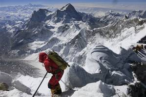 mt. everest trash: climbers must bring down over 17 pounds of garbage